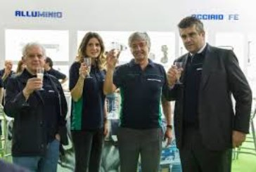 TECNOLOGIA PANASONIC TAWERS PER LA SALDATURA DI MACCHINE MOVIMENTO TERRA